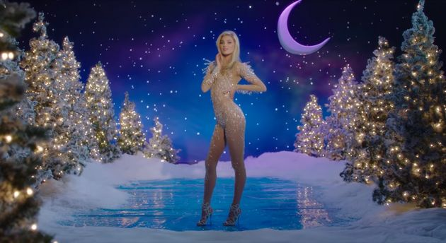 The Victoria's Secret Christmas 2016 Advert Is Here And It Might Be Trying To Brainwash