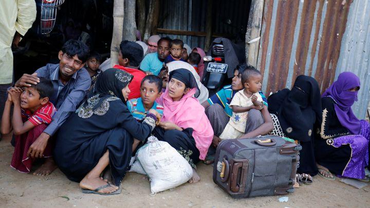 Rohingya Muslims cry as Border Guard Bangladesh (BGB) catch them in a check post in Cox's Bazar, Bangladesh, November 2