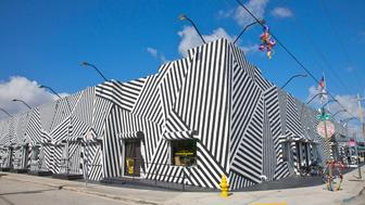 Corner of building covered with striking painted mural, Wynwood Building, Wynwood district, Miami, Florida, USA