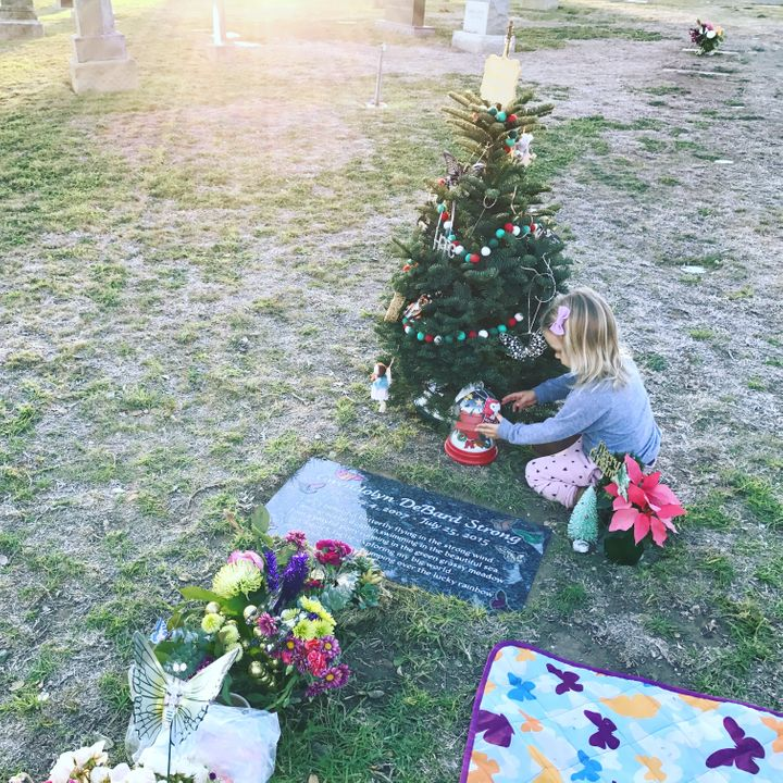 <p>Decorating big sissy's tree at the cemetery. </p>