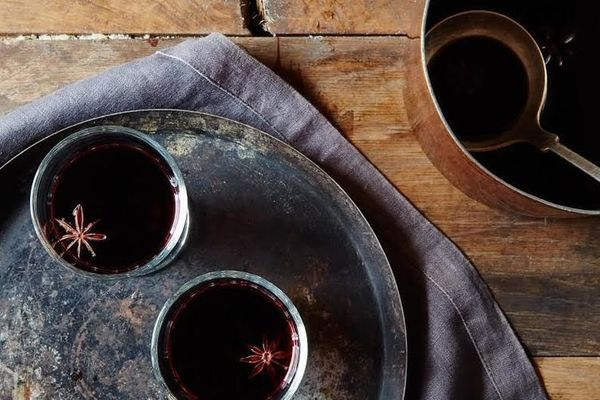 """The <a href=""""http://www.huffingtonpost.com/entry/what-is-glogg_us_5846d96ee4b08487410ff634"""" target=""""_blank"""">festive wine beve"""