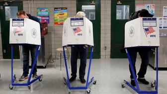 People fill out their ballot for the U.S presidential election at the James Weldon Johnson school in the East Harlem neighbourhood of Manhattan, New York City, U.S. November 8, 2016.  REUTERS/Andrew Kelly