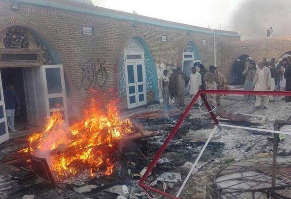 Mob desecrating an Ahmedi mosque
