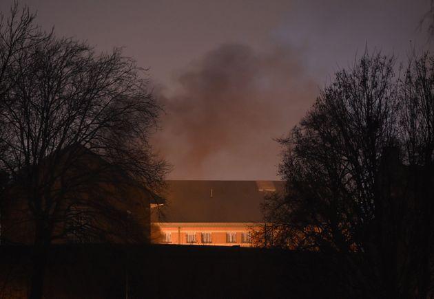 バーミンガム刑務所で暴動、囚人が施設を破壊する様子がSNSに次々とアップ(画像)