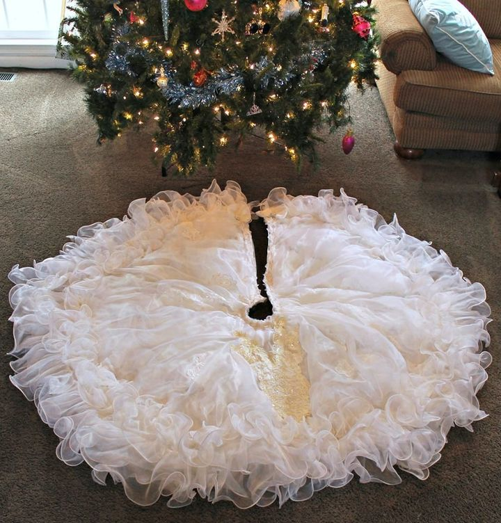 Tess, being the crafty lady that she is, turned part of her wedding gown into a tree skirt.