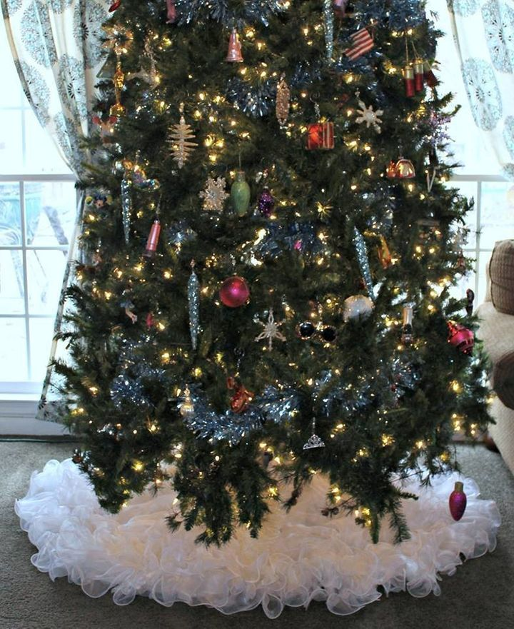 """There&rsquo;s not one stitch in the whole thing. Anyone could do it,"" Tess told <a href=""http://abcnews.go.com/Lifestyle/woman-turns-1980-wedding-dress-fluffy-christmas-tree/story?id=44059792"" target=""_blank"">ABC News.</a>"