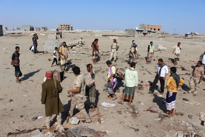 Yemenis gather at Hur Mekser region in Aden on December 18, 2016, after a suicide bomber targeted a crowd of soldiers.(Photo by Wail Qubati/Anadolu Agency/Getty Images)
