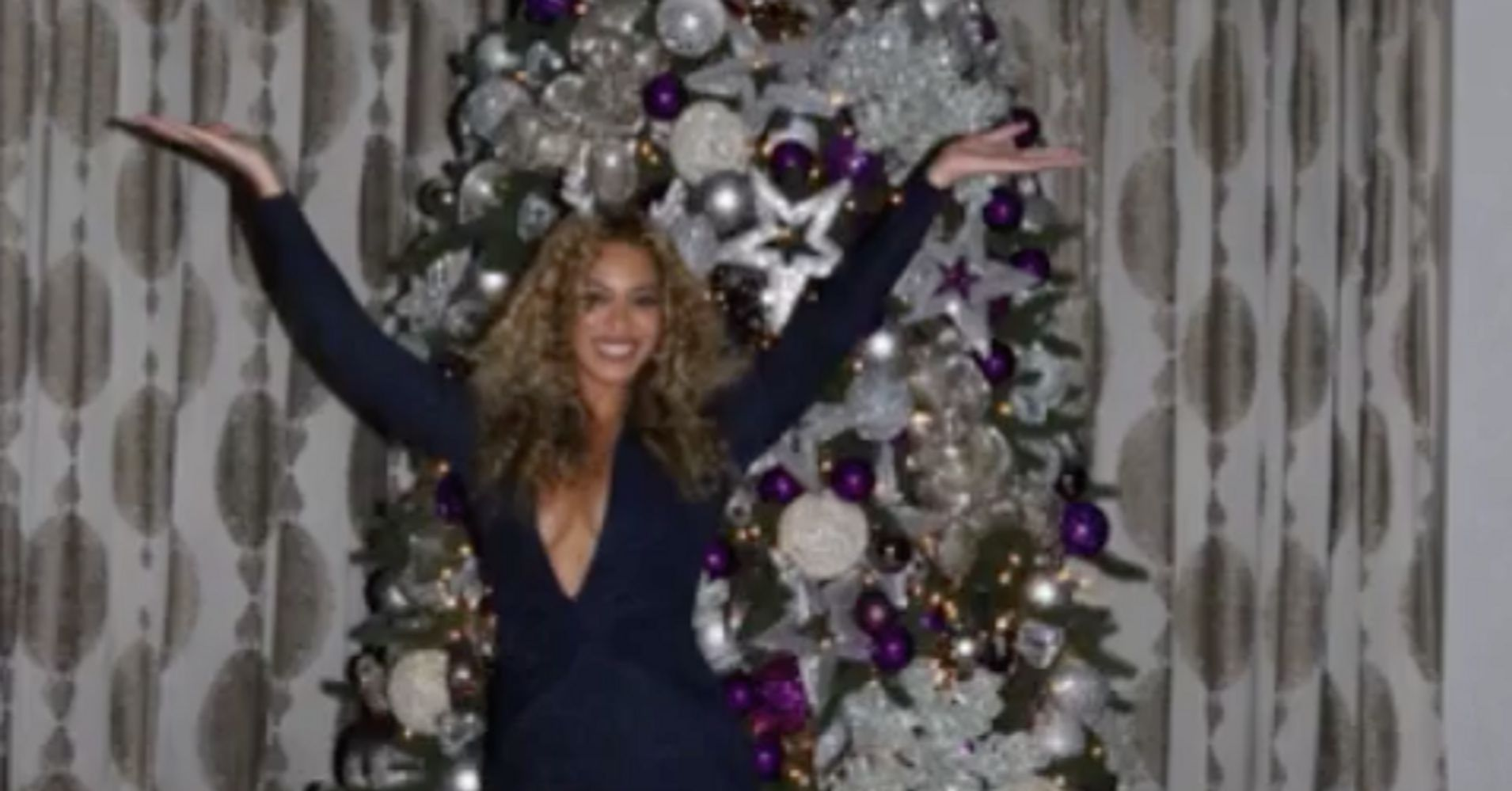 Beyonc 39 s christmas decorations are just as glorious as for Well dressed home christmas decorations