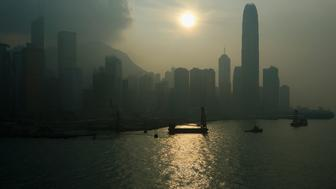 A polluted Hong Kong island skyline is seen September 17, 2008. High to very high pollution levels were recorded in various districts in the territory on Wednesday.   REUTERS/Bobby Yip   (CHINA)