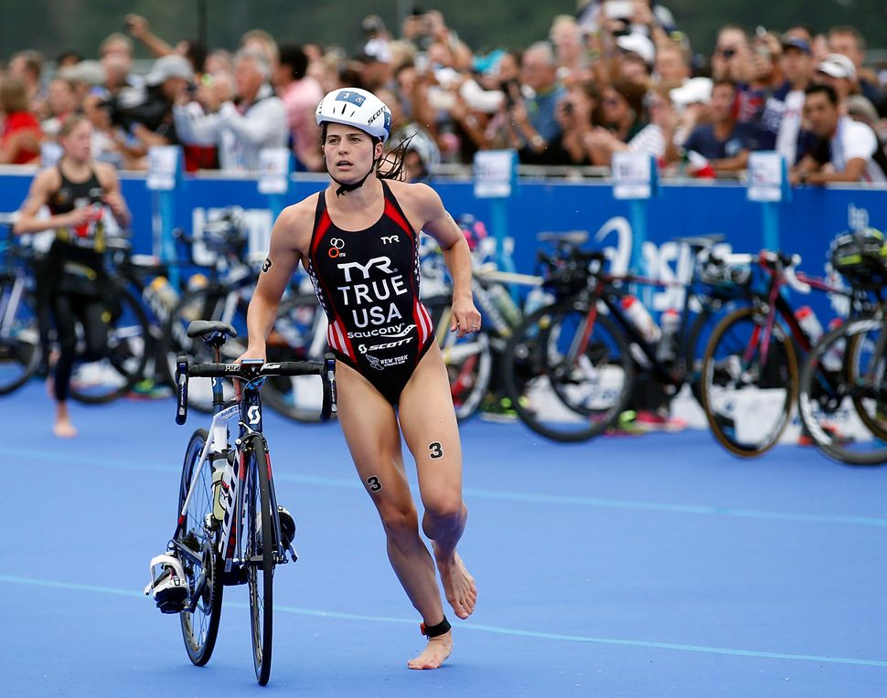 Sarah True competes the bicycle portion of the Elite Woman 2015 ITU World Triathlon Grand Final Chicago.