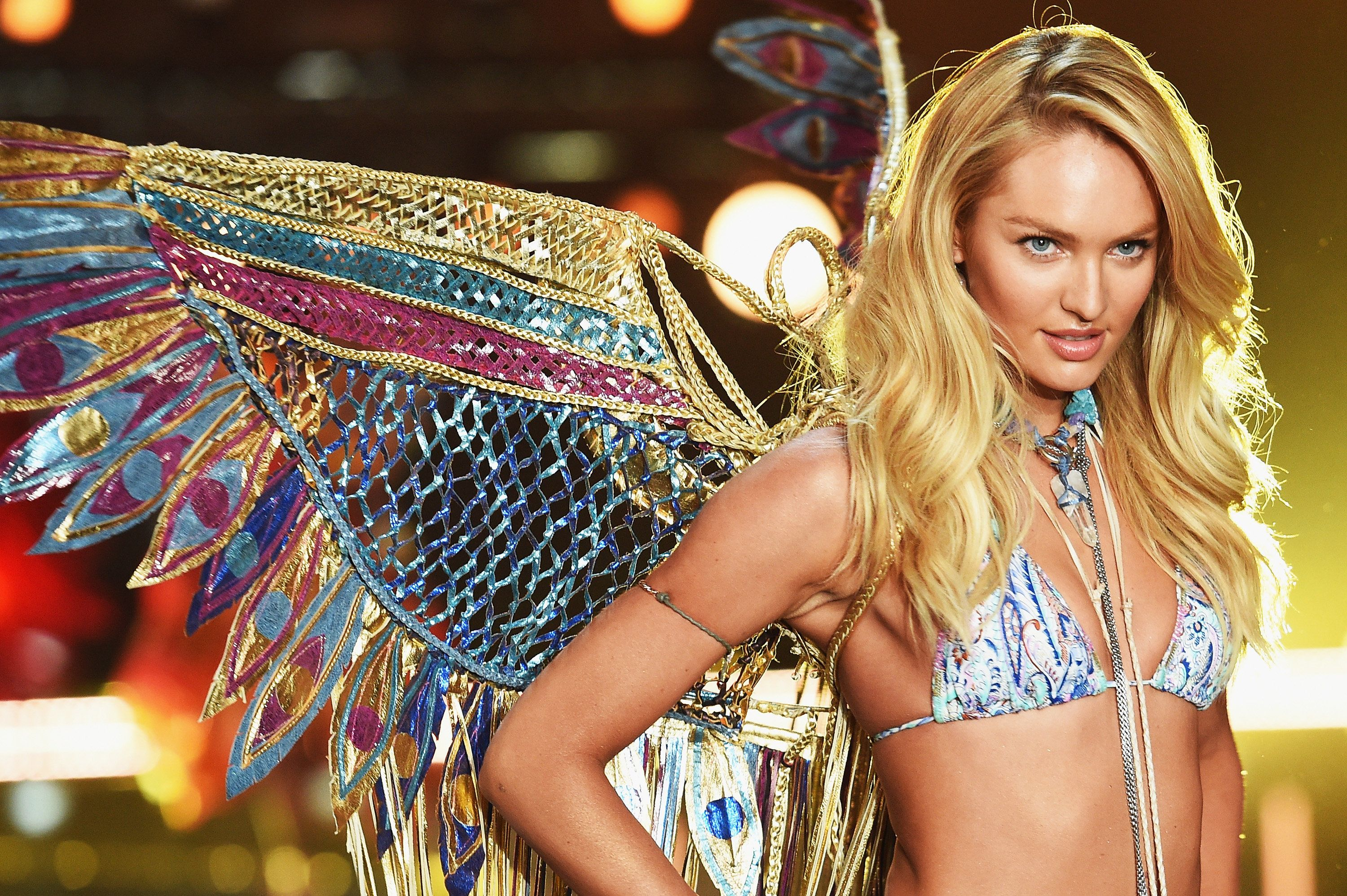 Victoria's Secret Angel Candice Swanepoel used a breastfeeding photo to shut down people who shame moms for breastfeeding in public.