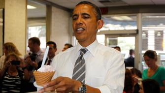 U.S. President Barack Obama buys ice cream at Deb's Ice Cream and Deli in Cedar Rapids, Iowa, July 10, 2012.        REUTERS/Jason Reed  (UNITED STATES - Tags: POLITICS FOOD TPX IMAGES OF THE DAY SOCIETY)