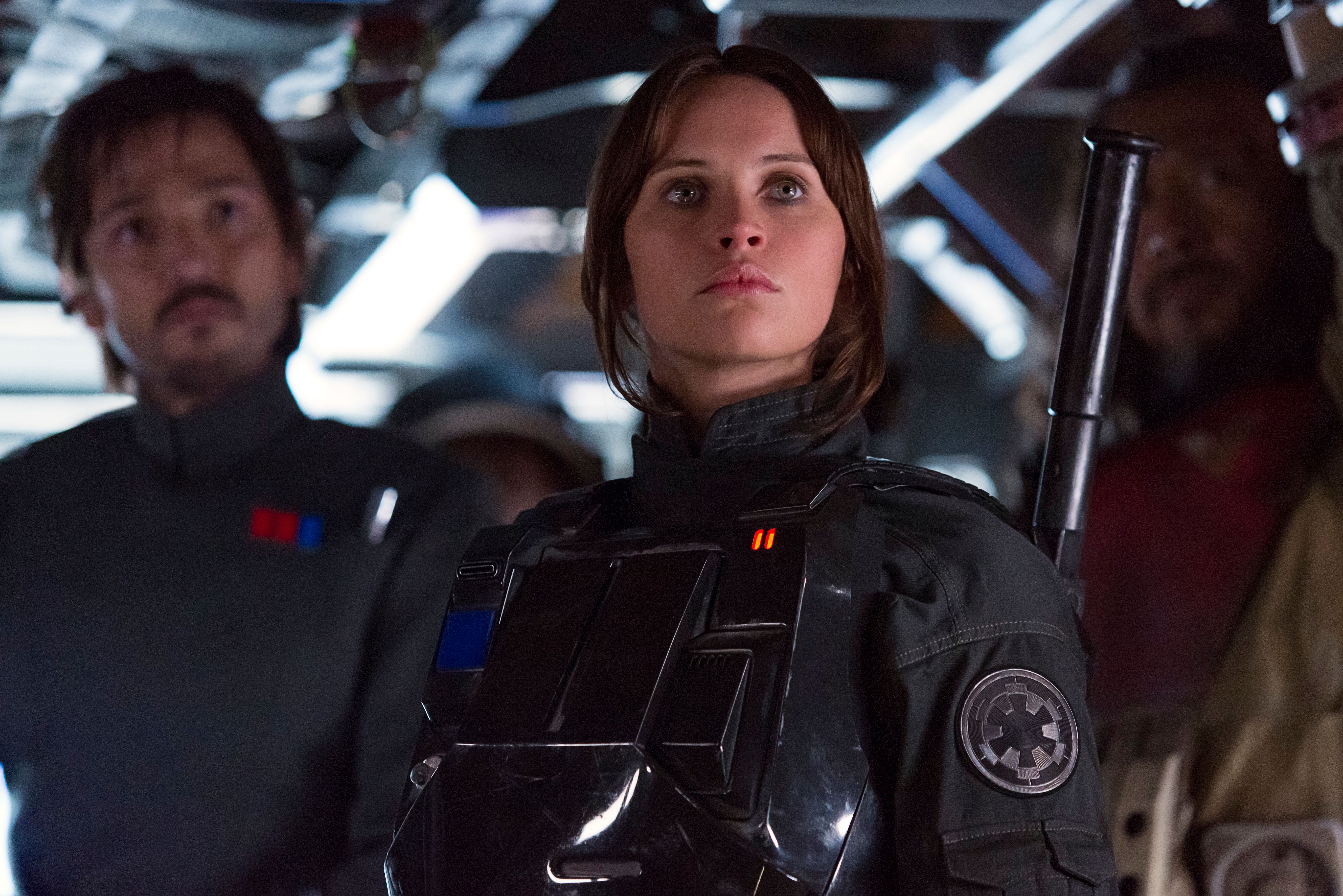 Rogue One: A Star Wars Story..L to R: Cassian Andor (Diego Luna), Jyn Erso (Felicity Jones), and Baze Malbus (Jiang Wen)..Ph: Giles Keyte..© 2016 Lucasfilm Ltd. All Rights Reserved.
