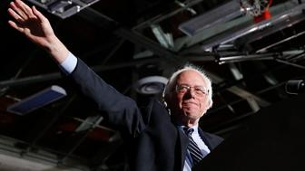 Democratic U.S. presidential candidate Bernie Sanders waves after winning at his 2016 New Hampshire presidential primary night rally in Concord, New Hampshire February 9, 2016.     REUTERS/Shannon Stapleton
