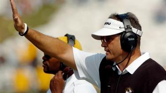 University of Missouri Tigers head coach Gary Pinkel signals his defense as they try to hold off the University of Texas Longhorns during their Big 12 game at Memorial Stadium in Columbia, Missouri October 1, 2005. REUTERS/Dave Kaup