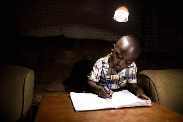 GravityLight Could Revolutionise How Thousands Of People Light Their Homes 58595b981800002c00e43af9