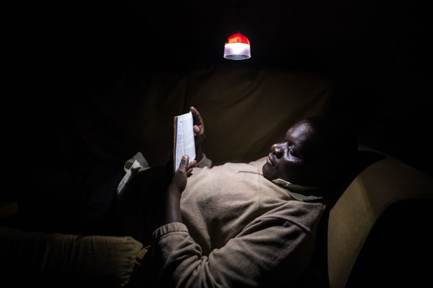 This Gravity-Powered Lamp Could Revolutionise How Thousands Light Their