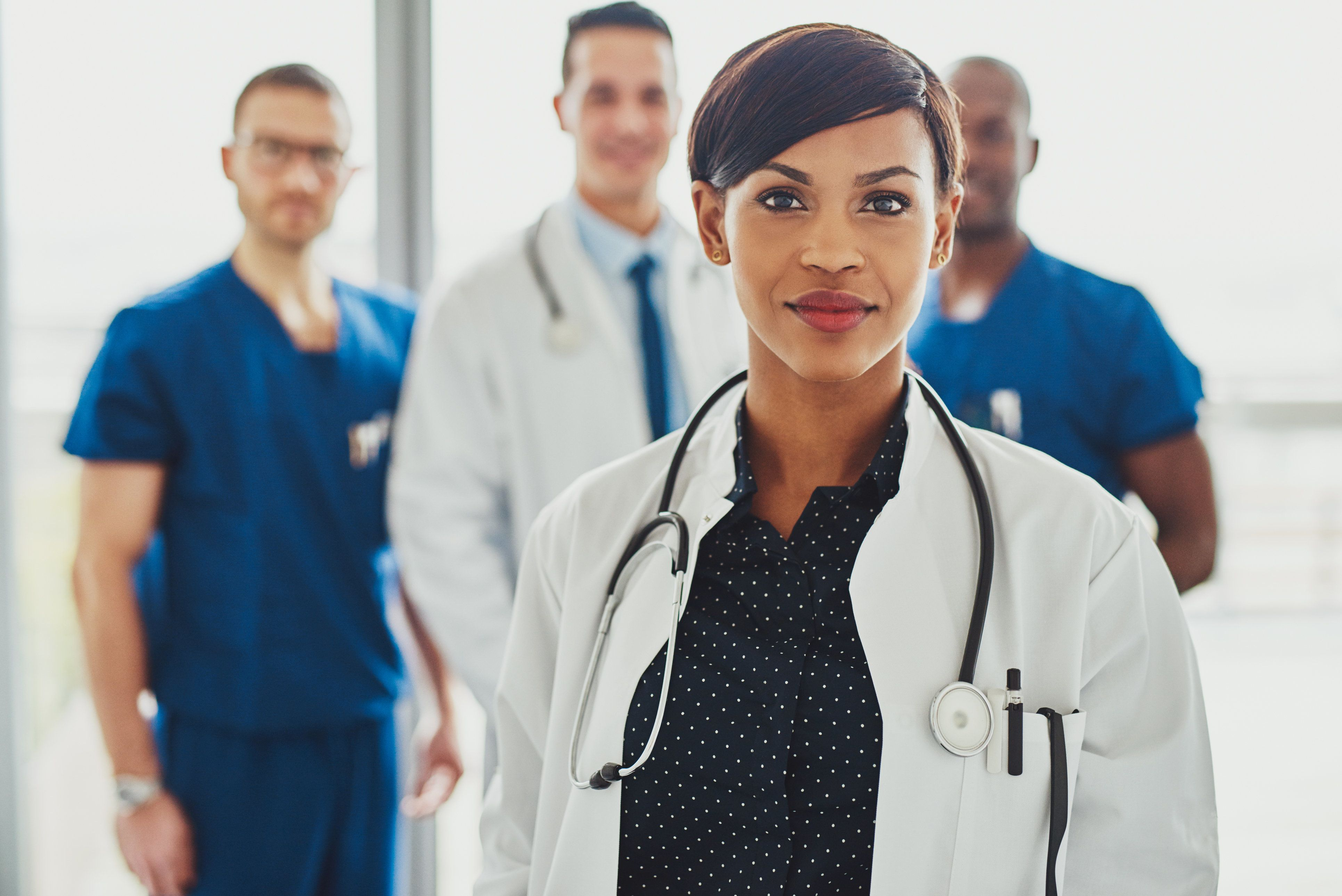 Female doctors outperformed their male counterparts on measures of 30-day readmission and 30-day mortality rates, according t