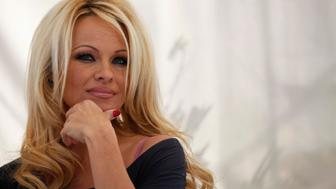 Actress Pamela Anderson attends a news conference to announce the launch of the online social platform FrogAds.com in West Hollywood, California March 22, 2012.   REUTERS/Mario Anzuoni  (UNITED STATES - Tags: ENTERTAINMENT)