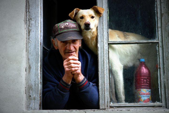 <p><em>Studies show the positive effect of pets on senior health and wellness</em></p>