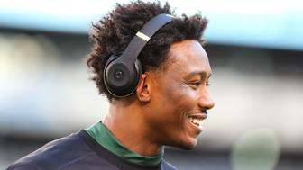 EAST RUTHERFORD, NJ - NOVEMBER 27:  New York Jets wide receiver Brandon Marshall (15) warms up prior to the National Football League game between the New England Patriots and the New York Jets on November 27, 2016, at Met Life Stadium in East Rutherford, NJ.  The New England Patriots defeated the New York Jets 22-17.  (Photo by Rich Graessle/Icon Sportswire via Getty Images)