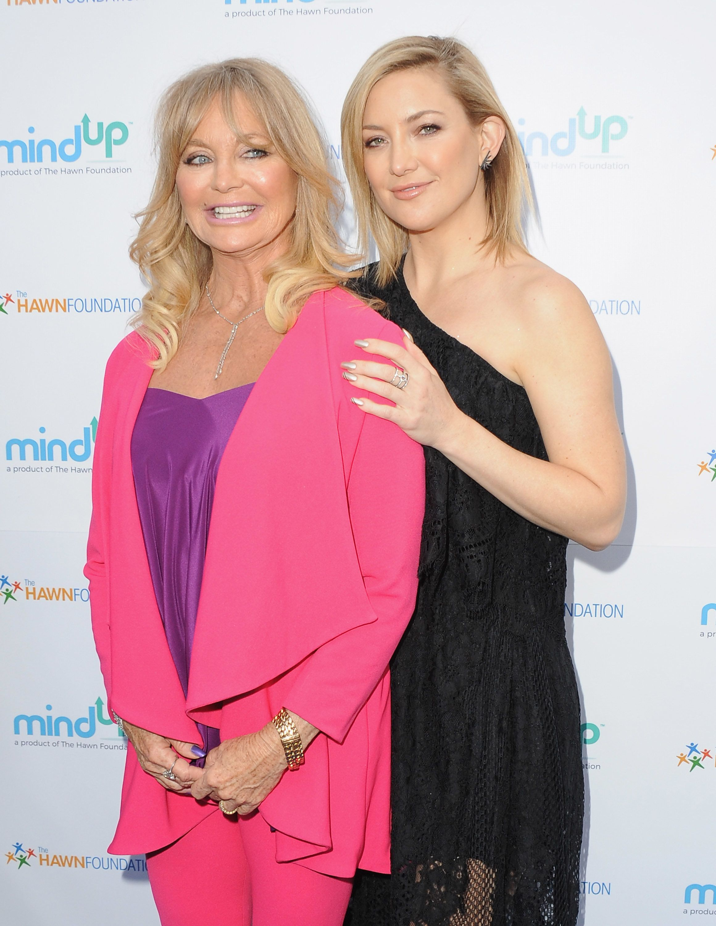 BEVERLY HILLS, CA - MAY 06:  Actress Goldie Hawn and daughter Kate Hudson arrive at Goldie Hawn And Kurt Russell Host Annual Goldie's Love In For Kids at Ron Burkle's Green Acres Estate on May 6, 2016 in Beverly Hills, Californi  (Photo by Jon Kopaloff/FilmMagic)