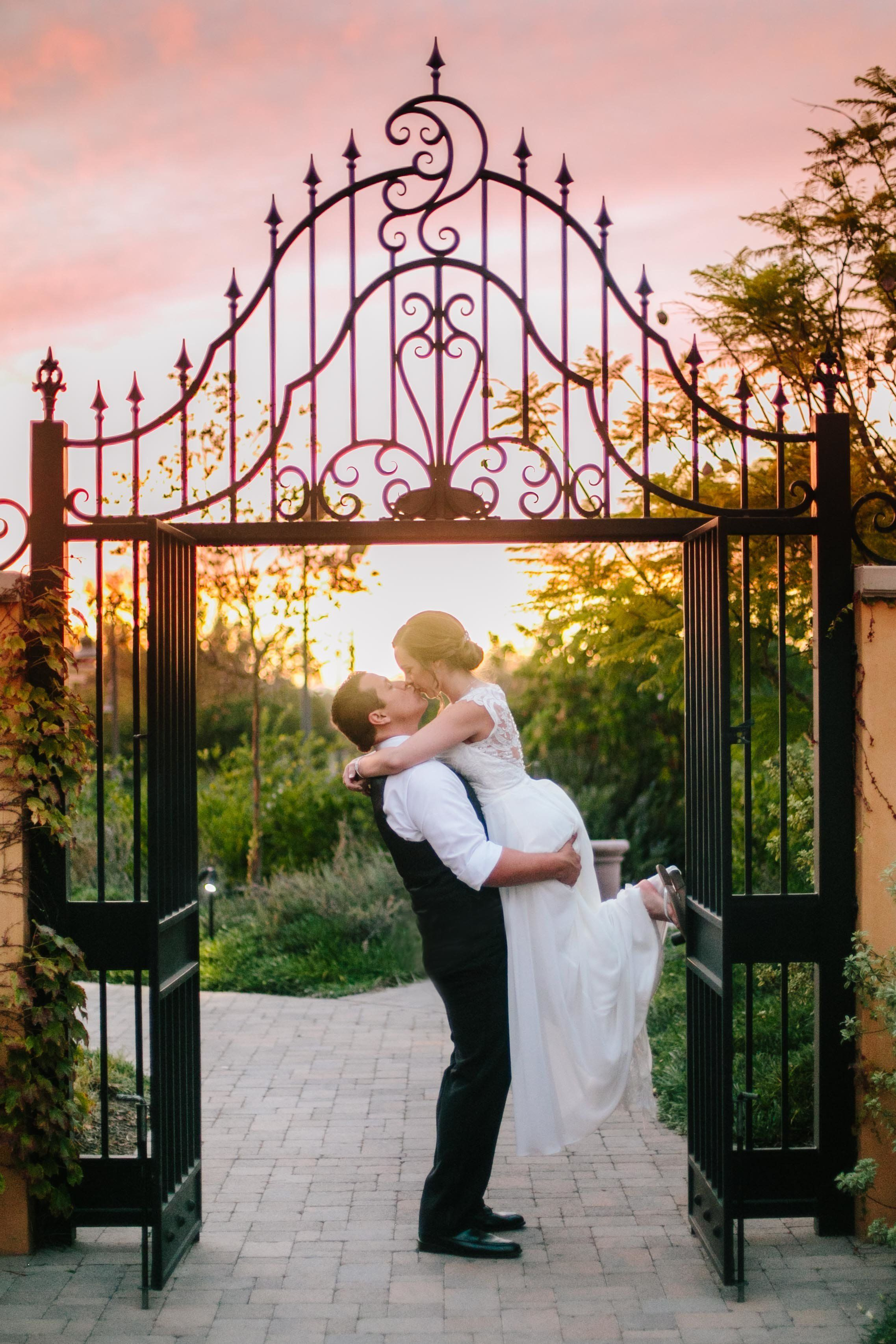 18 Electric Wedding Kisses That Will Leave You Weak In The