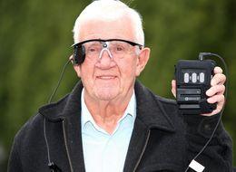 Il servizio sanitario inglese darà a 10 pazienti non vedenti un nuovo occhio bionico sperimentale