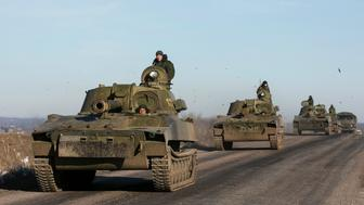 """Soldiers of the separatist self-proclaimed Donetsk People's Republic army ride in mobile artillery cannons as they are pulling back from from Debaltseve, February 25, 2015. Ukraine's military said on Wednesday none of its troops had been killed at the front in the last 24 hours and only one had been wounded, with a spokesman describing it as the first day with no fatalities in """"at least several weeks"""".  REUTERS/Baz Ratner (UKRAINE - Tags: POLITICS CIVIL UNREST CONFLICT MILITARY TPX IMAGES OF THE DAY)"""