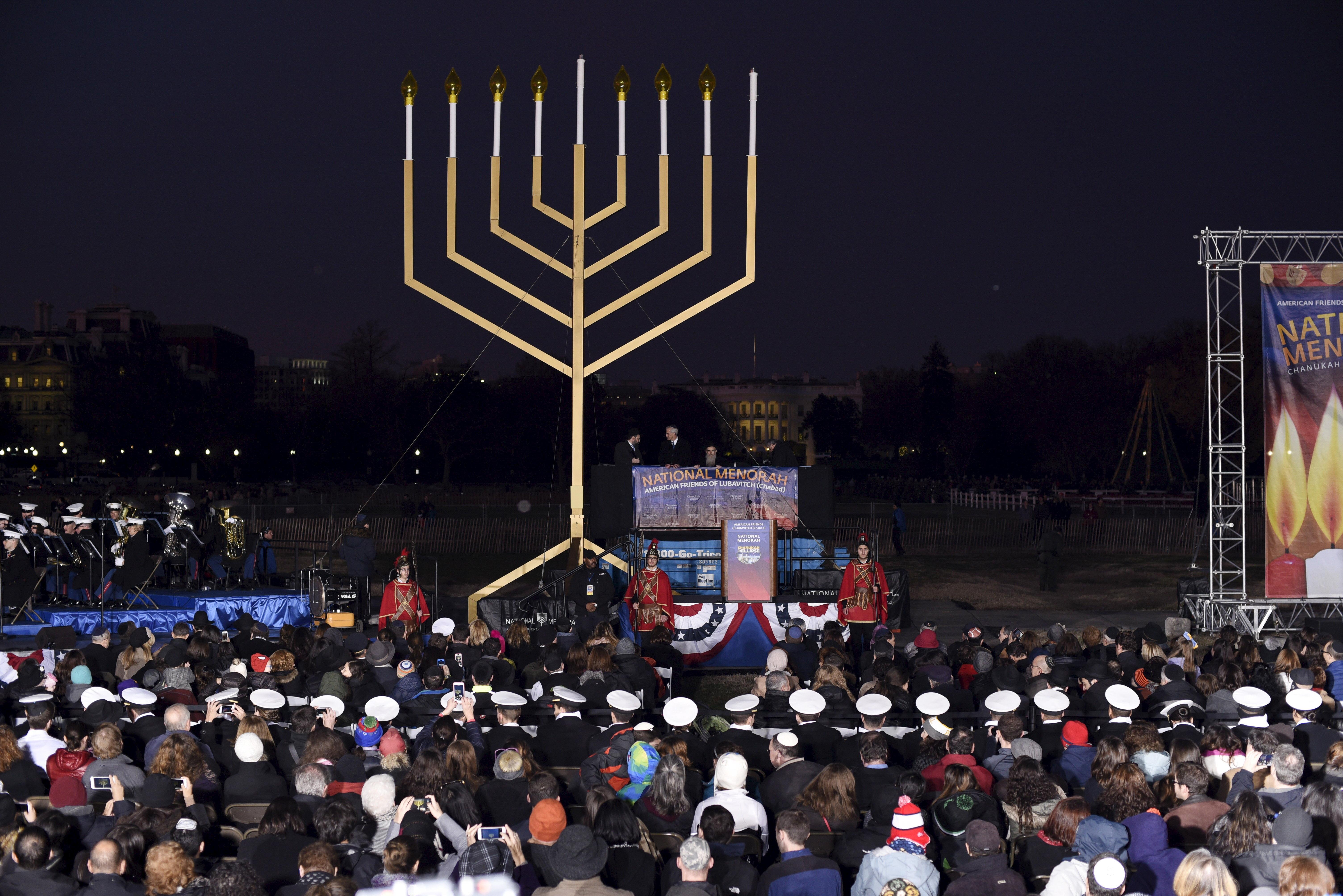 The audience waits for the lighting of the U.S. National Chanukah (Hanukkah) Menorah on the Ellipse in Washington, December 6, 2015.  REUTERS/Sait Serkan Gurbuz