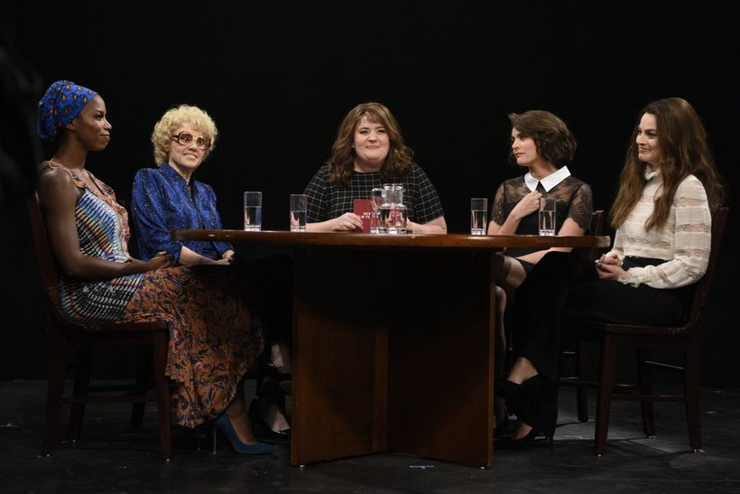 Sasheer Zamata, Kate McKinnon, Aidy Bryant, Cecily Strong, and Margot Robbie on <em>Saturday Night Live</em>.
