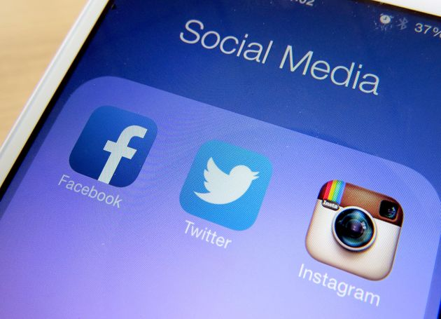 US Government Starts Asking Foreign Visitors For Their Social Media