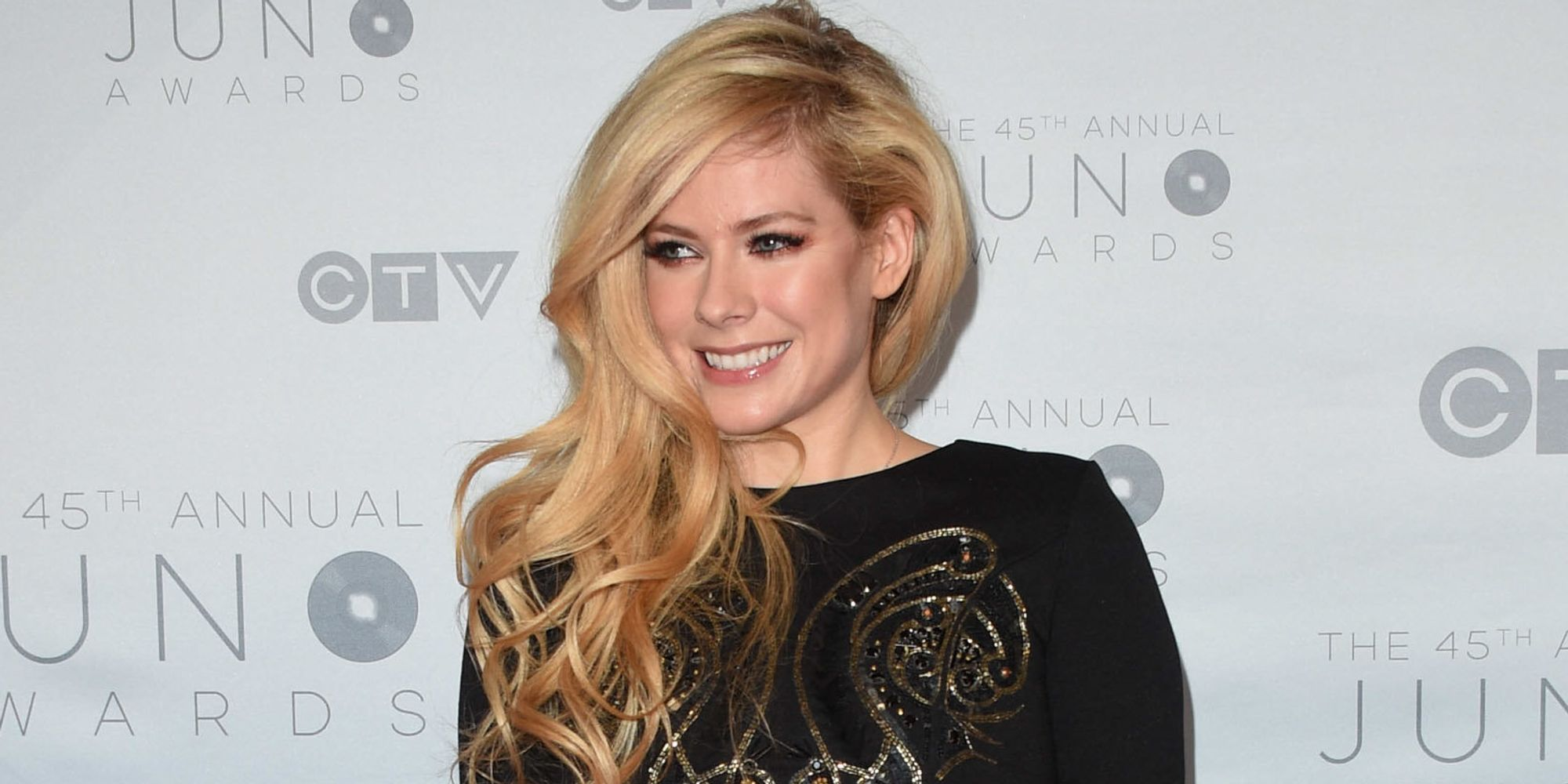Avril Lavigne Slams Mark Zuckerberg For 'Bullying' Nickelback