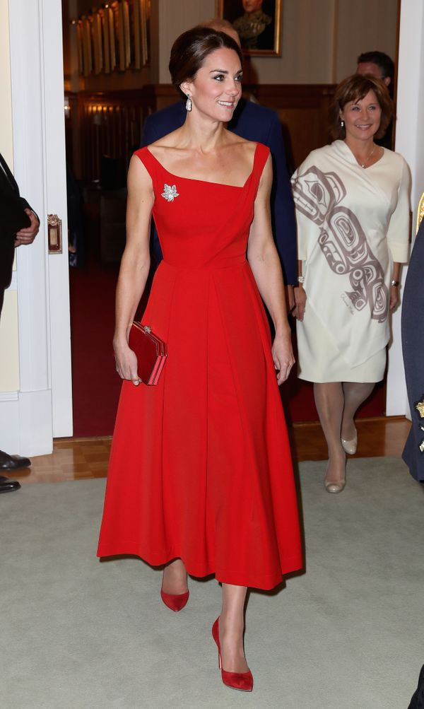 """<a href=""""http://www.huffingtonpost.com/entry/kate-middleton-red-dress-canada_us_57ea67d8e4b024a52d2a719c?utm_hp_ref=kate-midd"""
