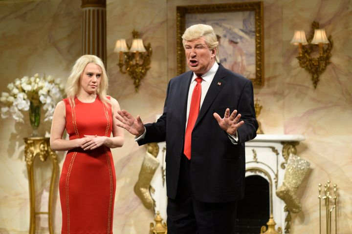 Alec Baldwin as Donald Trump shares a few thoughts with Kellyanne Conway, played by Kate McKinnon.