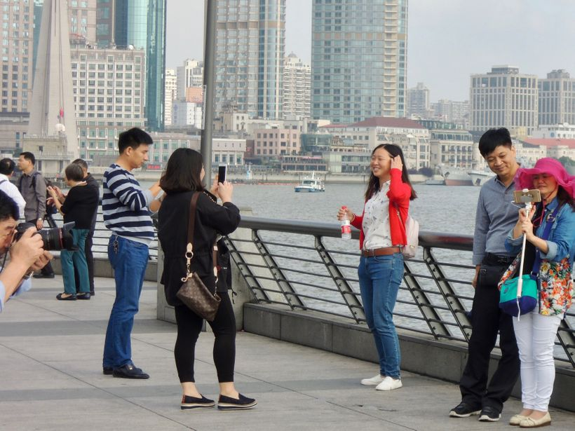 <strong>Everyone is a photographer, model or both on The Bund.</strong>