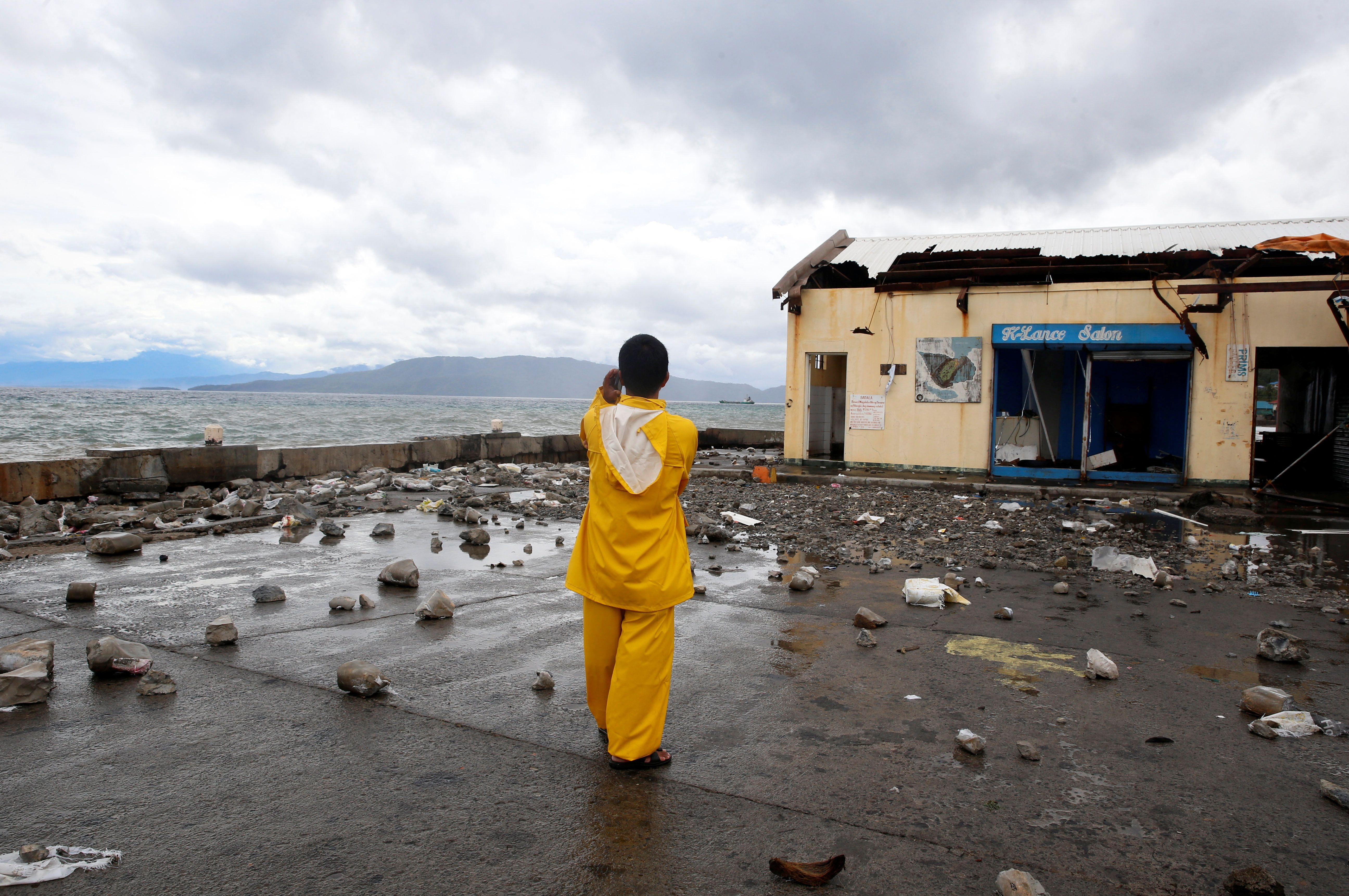 Typhoon Slams Into Central Philippines, Cutting Off