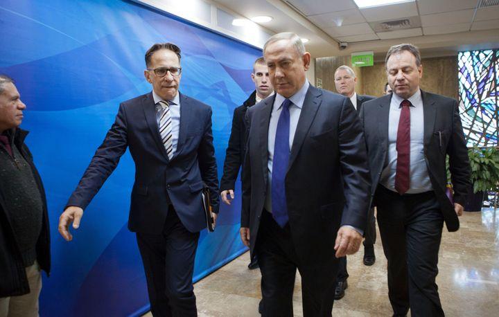 Israeli Prime Minister Benjamin Netanyahu (C) arrives for the weekly cabinet meeting in Jerusalem on December 25, 2016.