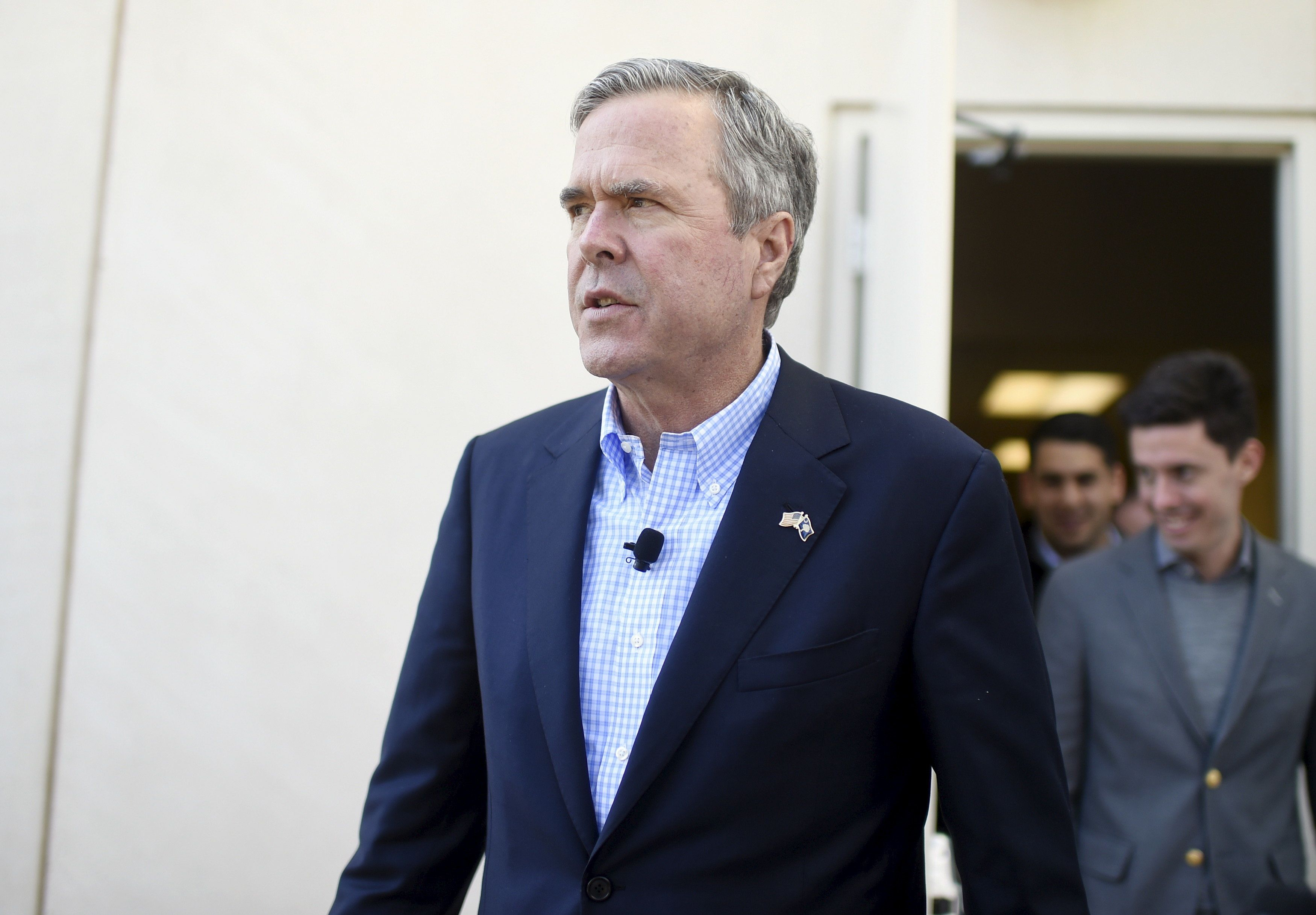 Republican U.S. presidential candidate Jeb Bush walks to his bus after speaking at a campaign event in Greenville, South Carolina February 19, 2016.   REUTERS/Rainier Ehrhardt