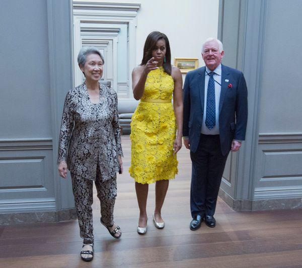 "<a href=""http://www.huffingtonpost.com/entry/michelle-obama-singapore-dress_us_57a0ca1ae4b0693164c2c34f?utm_hp_ref=michelle-o"