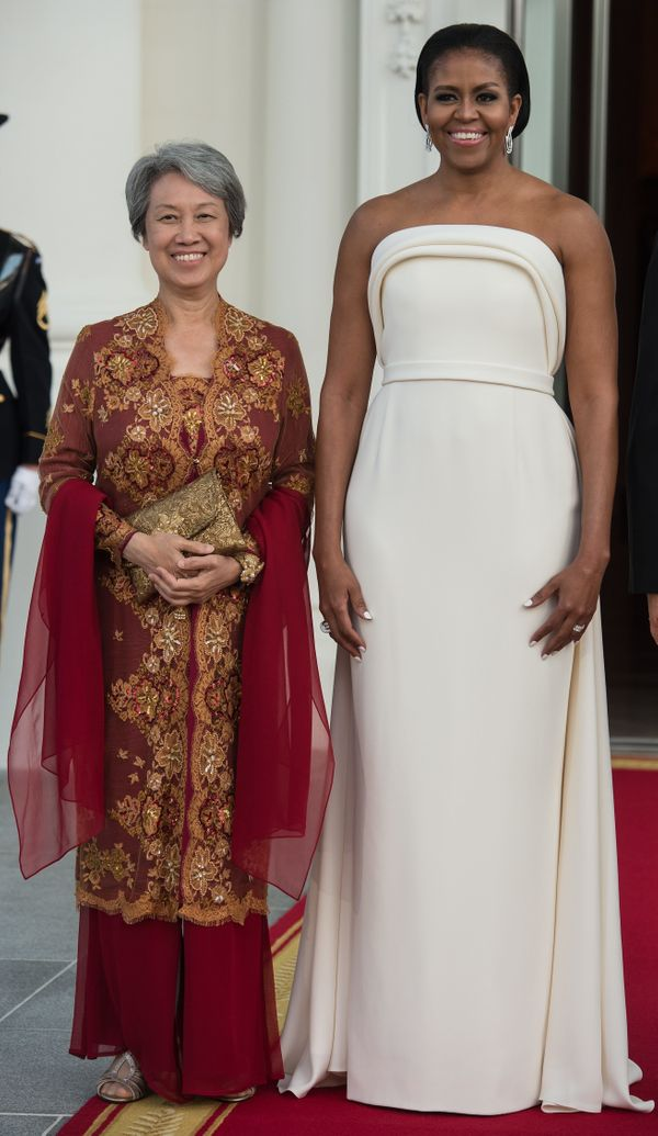 """<a href=""""http://www.huffingtonpost.com/entry/michelle-obama-state-dinner-dress-thumbs-up_us_57a1e18ee4b0e2e15eb7e331"""">Wearing"""