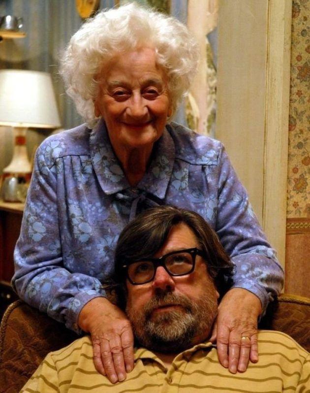 Liz Smith and Ricky Tomlinson, in character in 'The Royle