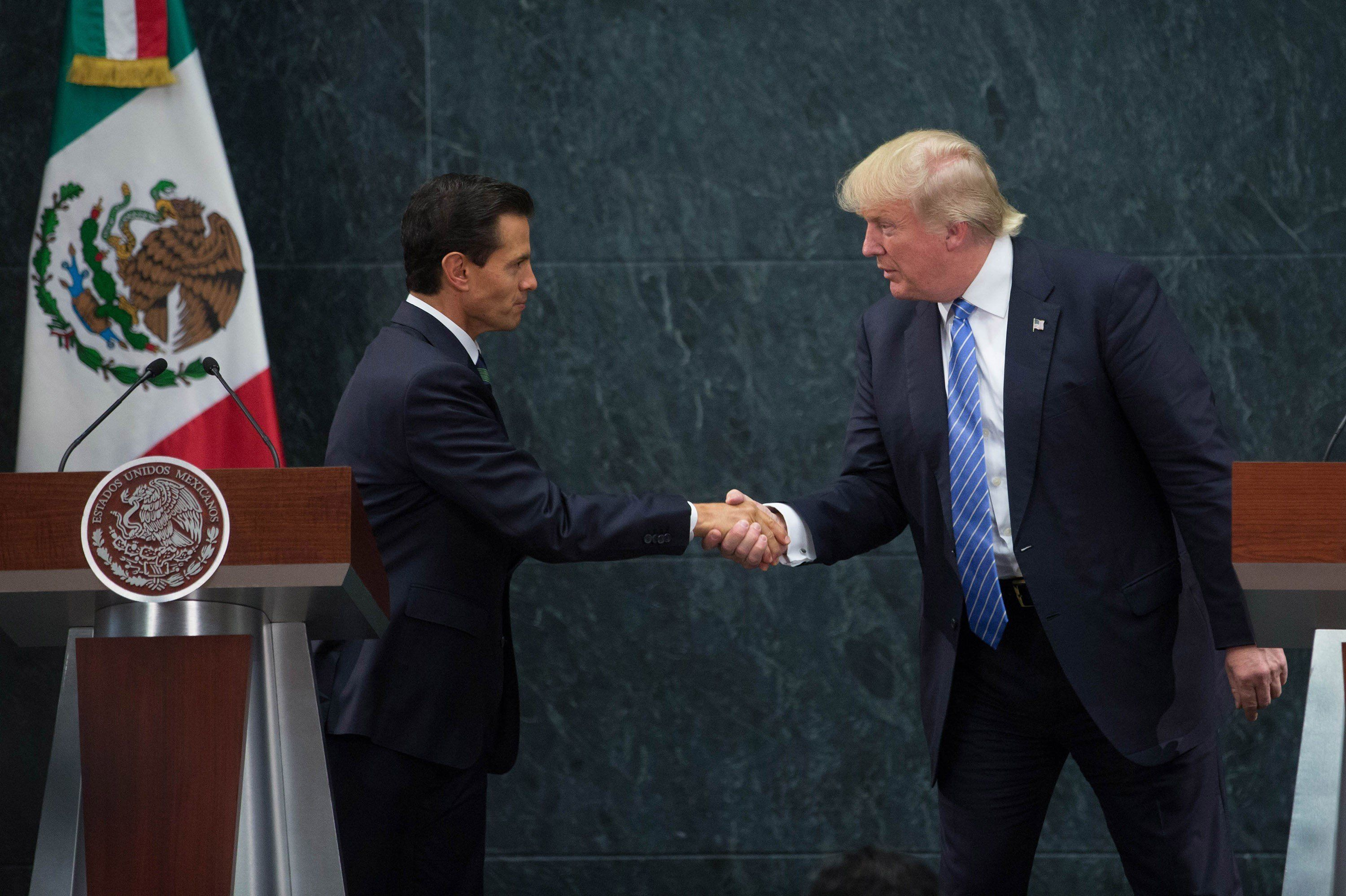 MEXICO CITY, MEXICO -  AUGUST 31 : President of Mexico Enrique Pena Nieto (L) and US Republican presidential candidate, Donald Trump attend a meeting at Los Pinos presidential residence, in Mexico City, Mexico on August 31, 2016. (Photo by Daniel Cardenas/Anadolu Agency/Getty Images)