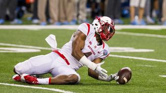December 26, 2014: Rutgers Scarlet Knights wide receiver Leonte Carroo (4) tries to make a catch during game action between the Rutgers Scarlet Knights and the North Carolina Tar Heels in the inaugural Quick Lane Bowl played at Ford Field in Detroit, Michigan. (Photo by Scott W. Grau/Icon Sportswire/Corbis via Getty Images)