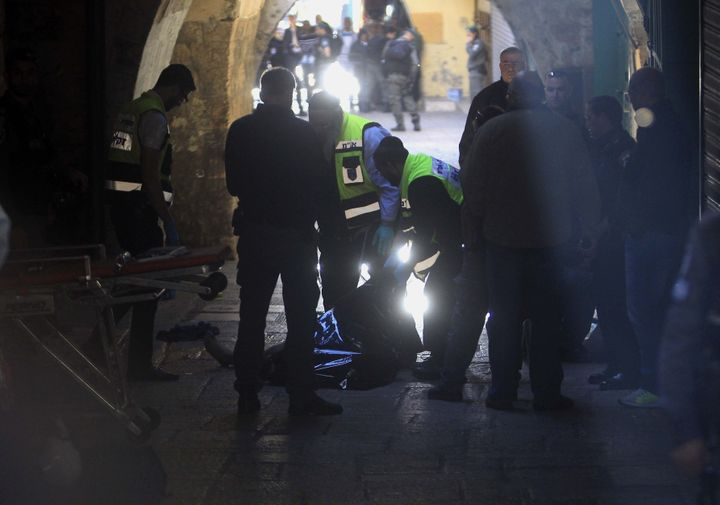 A Palestinian man who allegedly stabbed an Israeli policeman, was killed on Sunday at the Damascus Gate of East Jerusalem's O