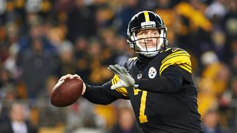 PITTSBURGH, PA - DECEMBER 25:  Pittsburgh Steelers quarterback Ben Roethlisberger (7) looks for a receiver in the fourth quarter during a NFL football game between the Pittsburgh Steelers and the Baltimore Ravens on December 25, 2016 at Heinz Field in Pittsburgh, PA.  The Steelers went on to win 31-27, advancing to the playoffs as the AFC's No. 3 seed. (Photo by Shelley Lipton/Icon Sportswire via Getty Images)