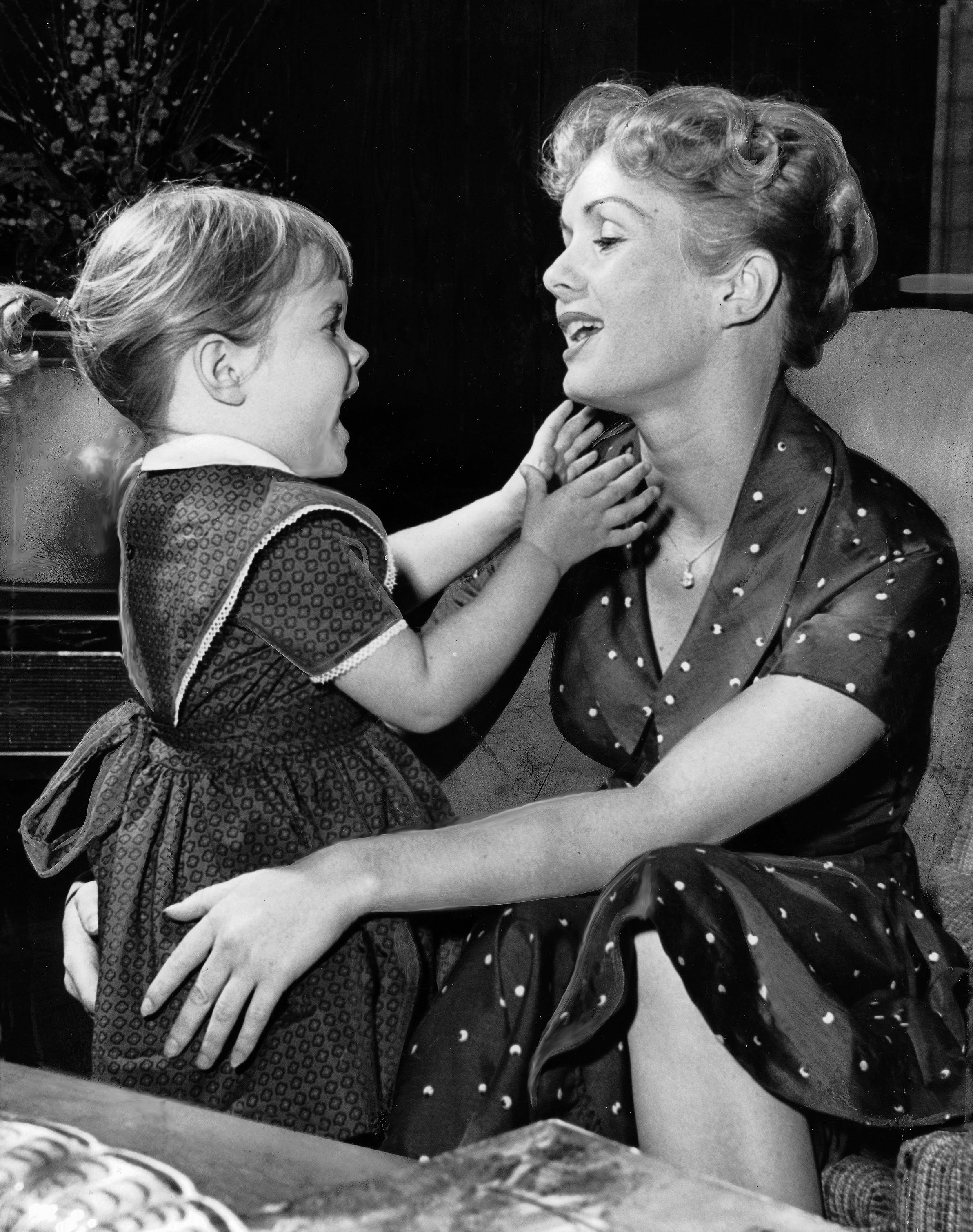 LOS ANGELES, CA - NOVEMBER 16: (FILE PHOTO) Carrie Fisher, 3, gives her mother Debbie Reynolds a hug after her afternoon nap in their home November 16, 1959 in West Los Angeles, California. (Photo by Ray Graham/Los Angeles Times via Getty Images) .