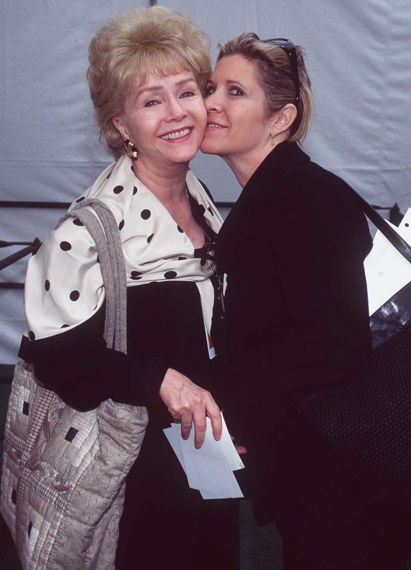 Debbie Reynolds with Carrie Fisher backstage at the 1997 Academy Awards.