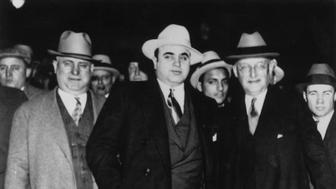 circa 1930:  Italian-American gangster Al Capone (1899 - 1947) with US Marshal Laubenheimer.  (Photo by Keystone/Getty Images)