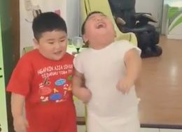 Two Toddlers On A Fat-Loss Vibration Plate Is The Joy We All Need